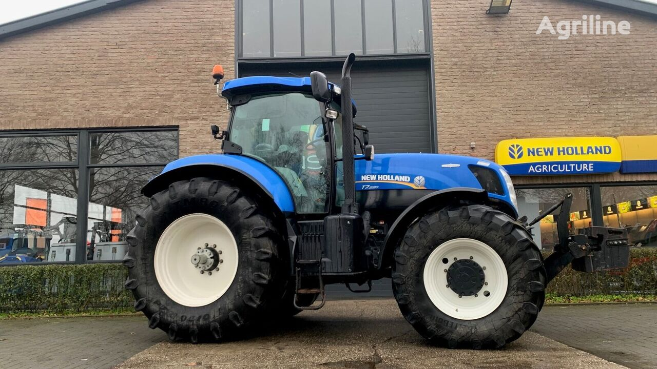 NEW HOLLAND T7.220 AC wheel tractor