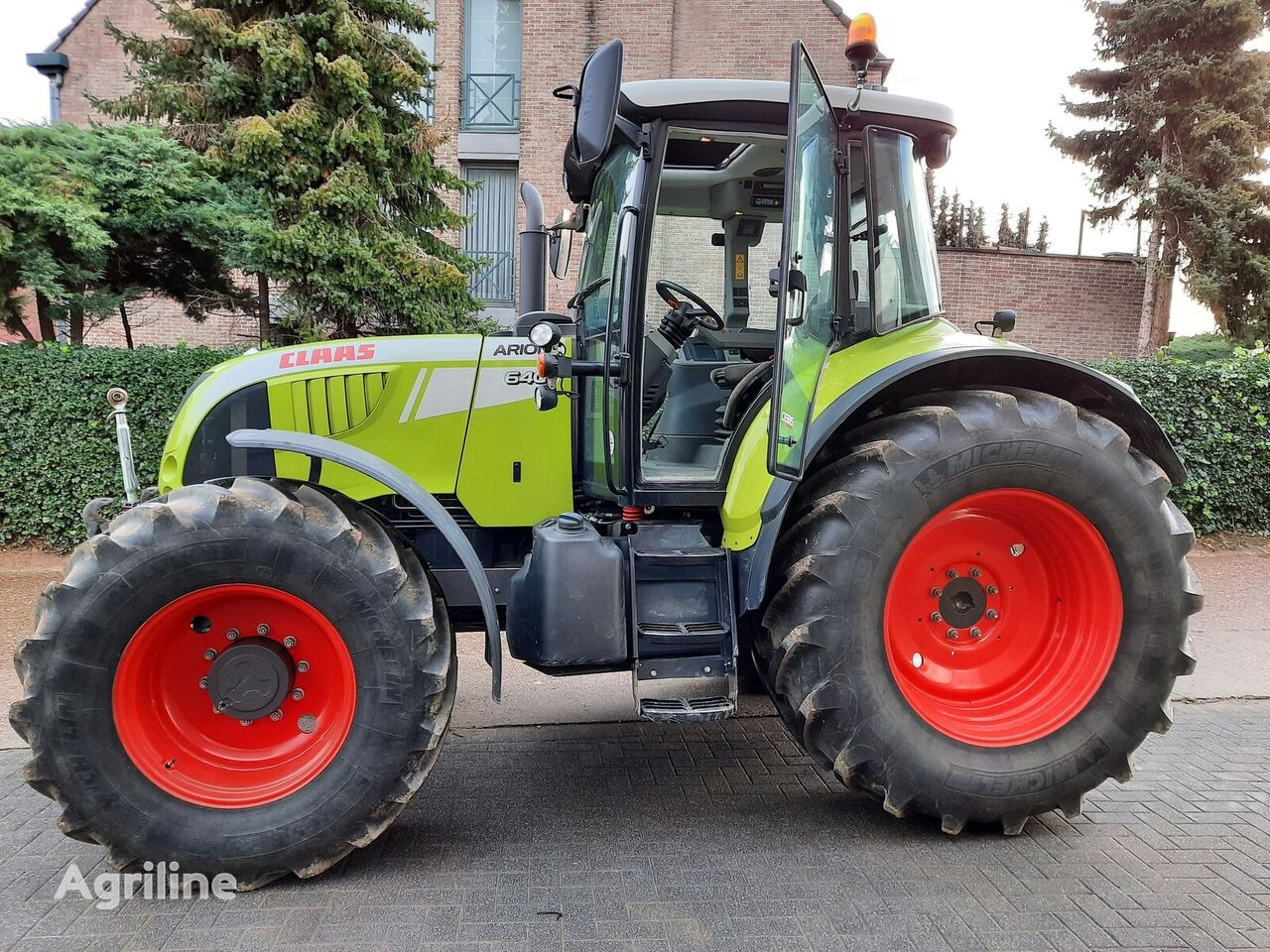 CLAAS ARION 640 wheel tractor