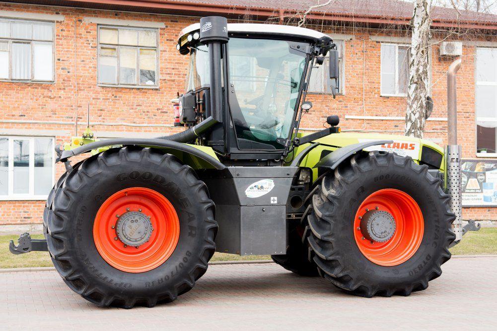 CLAAS Xerion 3800 wheel tractor