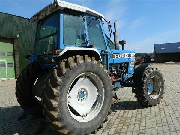 FORD 8210 wheel tractor