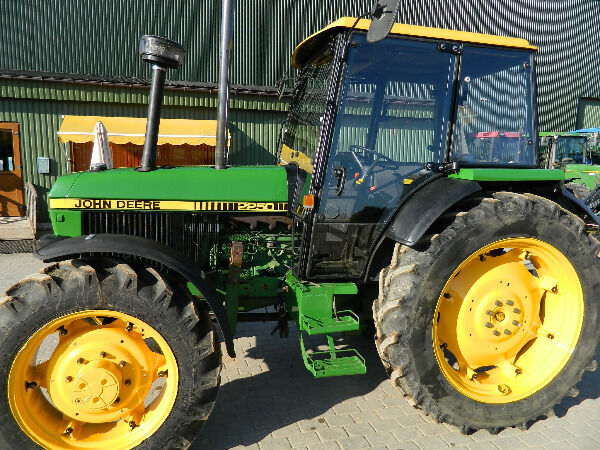 JOHN DEERE 2250 wheel tractor