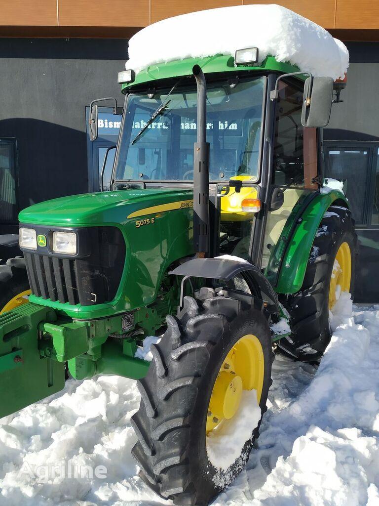 JOHN DEERE 5075 E wheel tractor