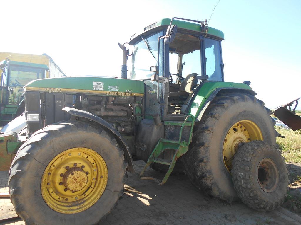 JOHN DEERE 7800 wheel tractor