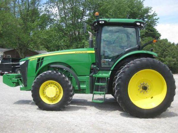 JOHN DEERE 8235R wheel tractor