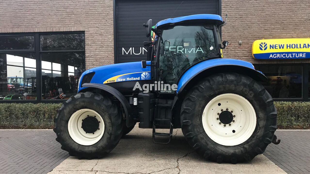 NEW HOLLAND T7030 wheel tractor