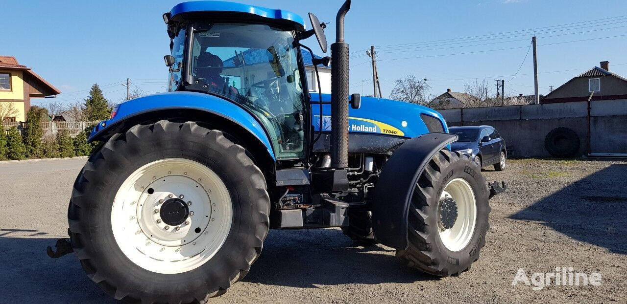 NEW HOLLAND T7040 wheel tractor