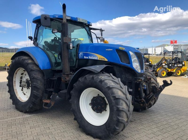 NEW HOLLAND T7070 wheel tractor