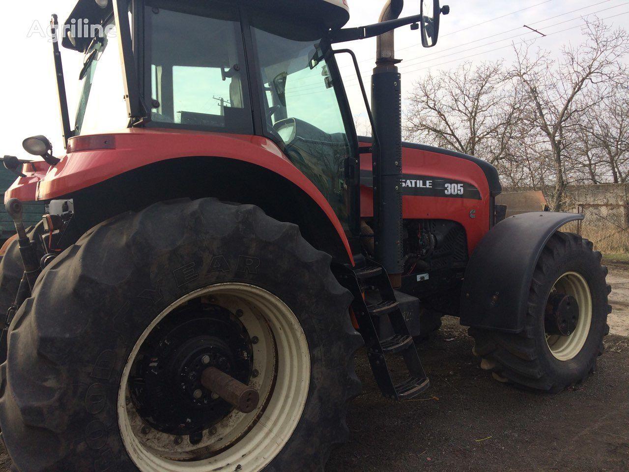 VERSATILE Buhler 305 wheel tractor