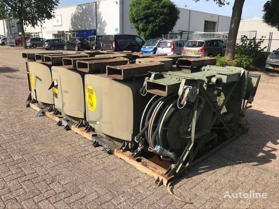 DIV. 3 DIESELTANKS OP PLATEAU fuel tank trailer