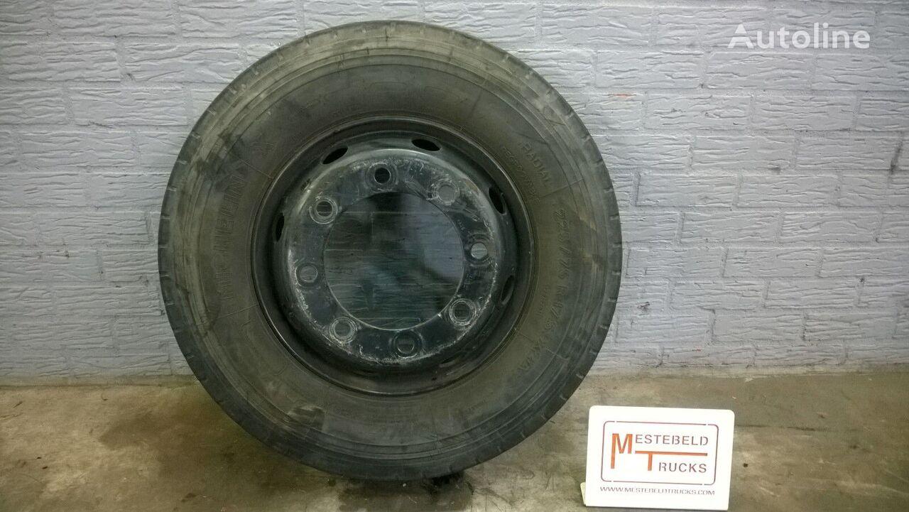 Michelin 225/75 R 17.50 light truck tire