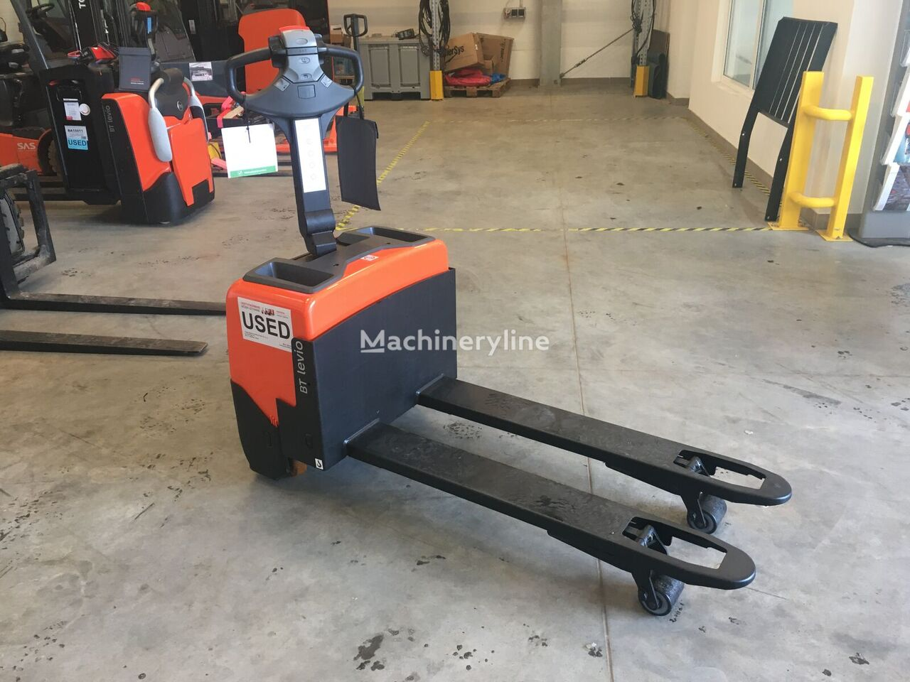 BT LWE130 electric pallet truck