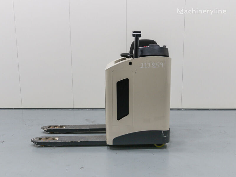 CROWN RT 3520 electric pallet truck