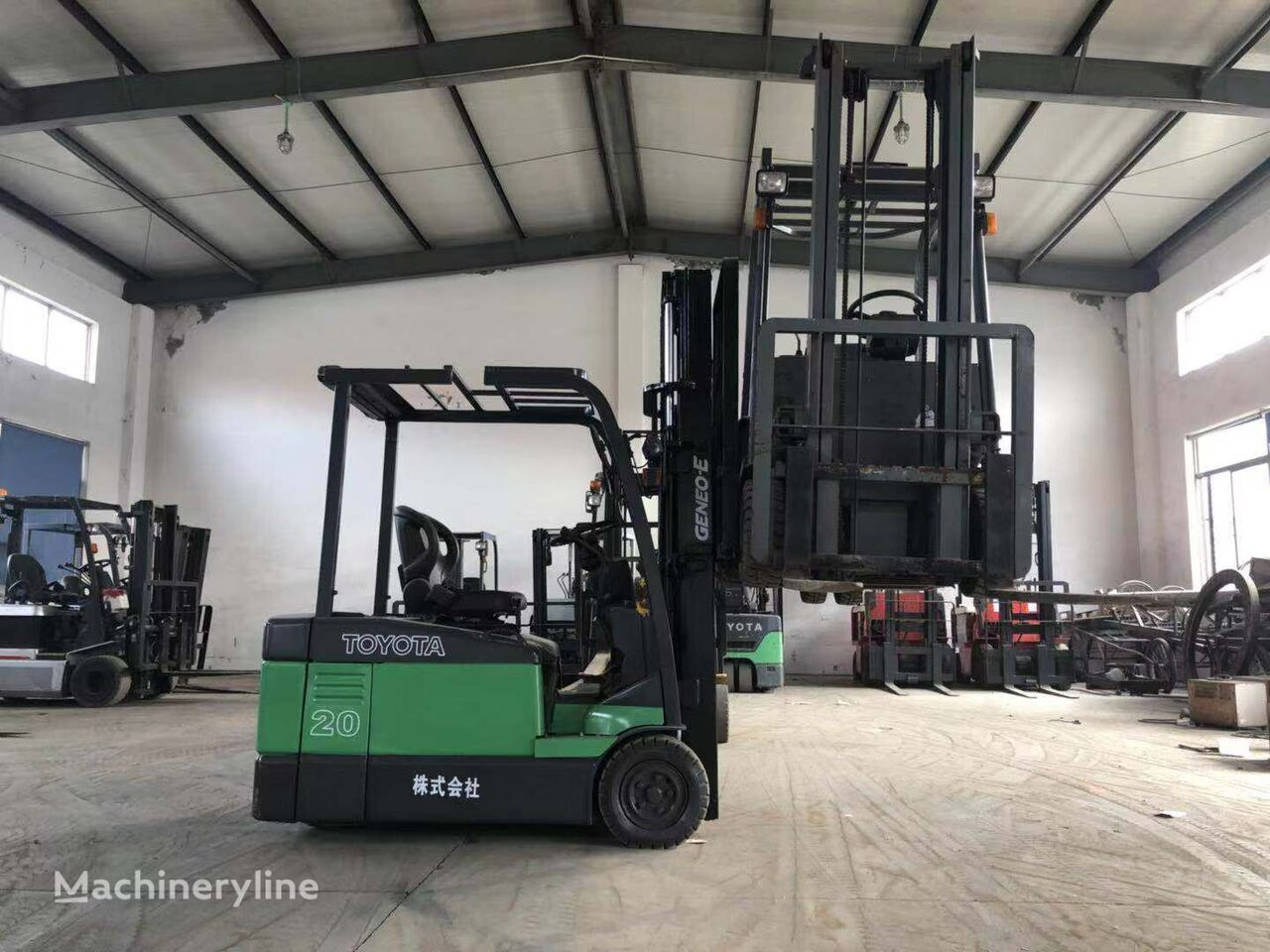 TOYOTA USED  ELECTRIC  FORKLIFT  CHEAP  PRICE  IN  SHANGHAI  YARD forklift