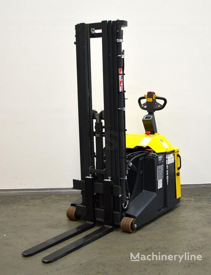COMBILIFT CS 1500 pallet stacker