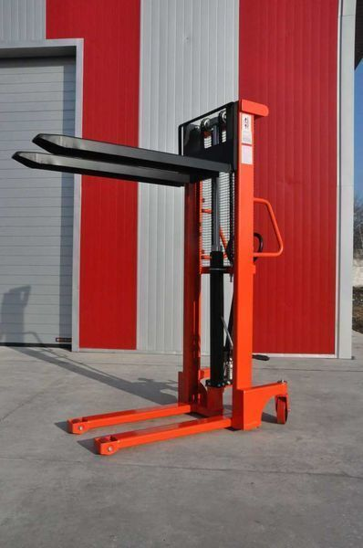 new Leistunglift SFH1516 pallet stacker