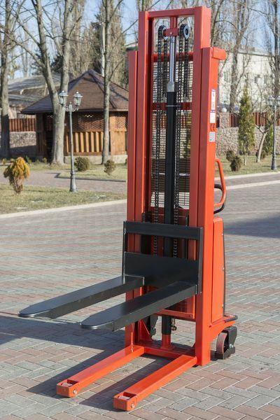 SRN 1530 pallet stacker
