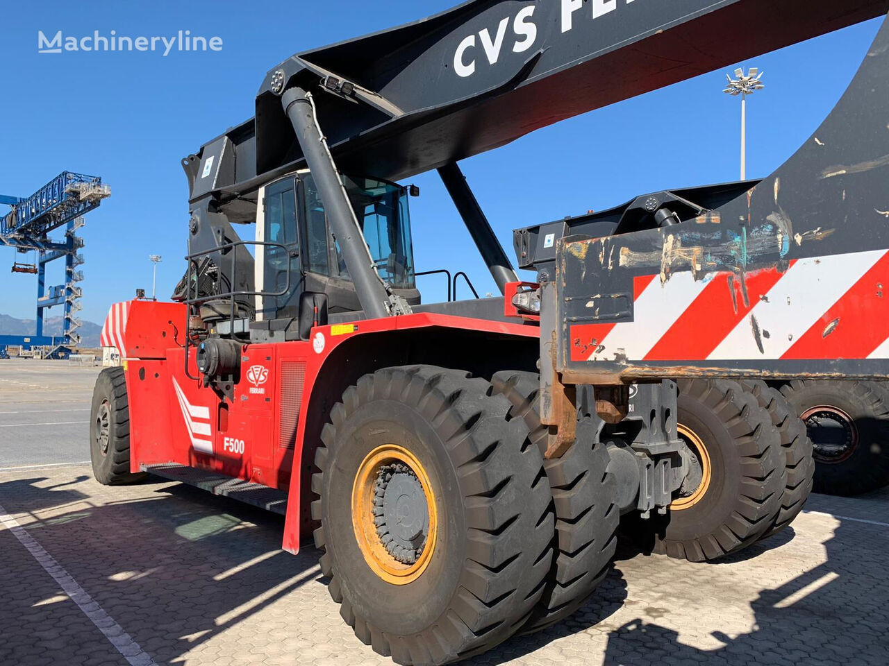 CVS Ferrari F500 reach stacker