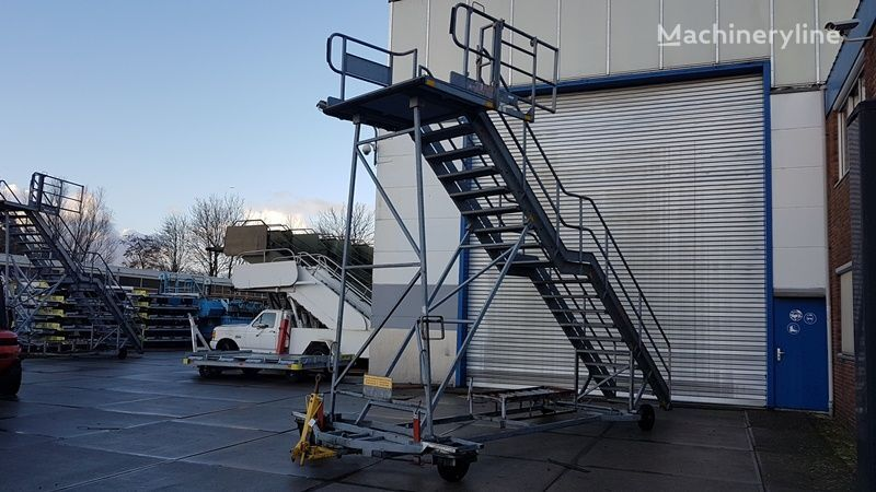 Maintenance stairs (2x) other airport equipment