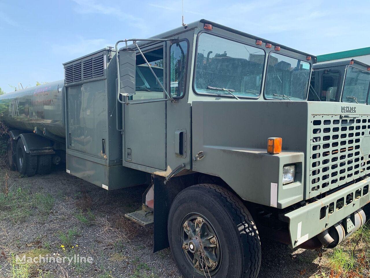 Oskosh Tank truck. Airport Tanker 3 meter wide other airport equipment