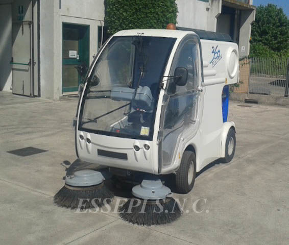 UCM-UNIECO 360 ELECTRIC road sweeper