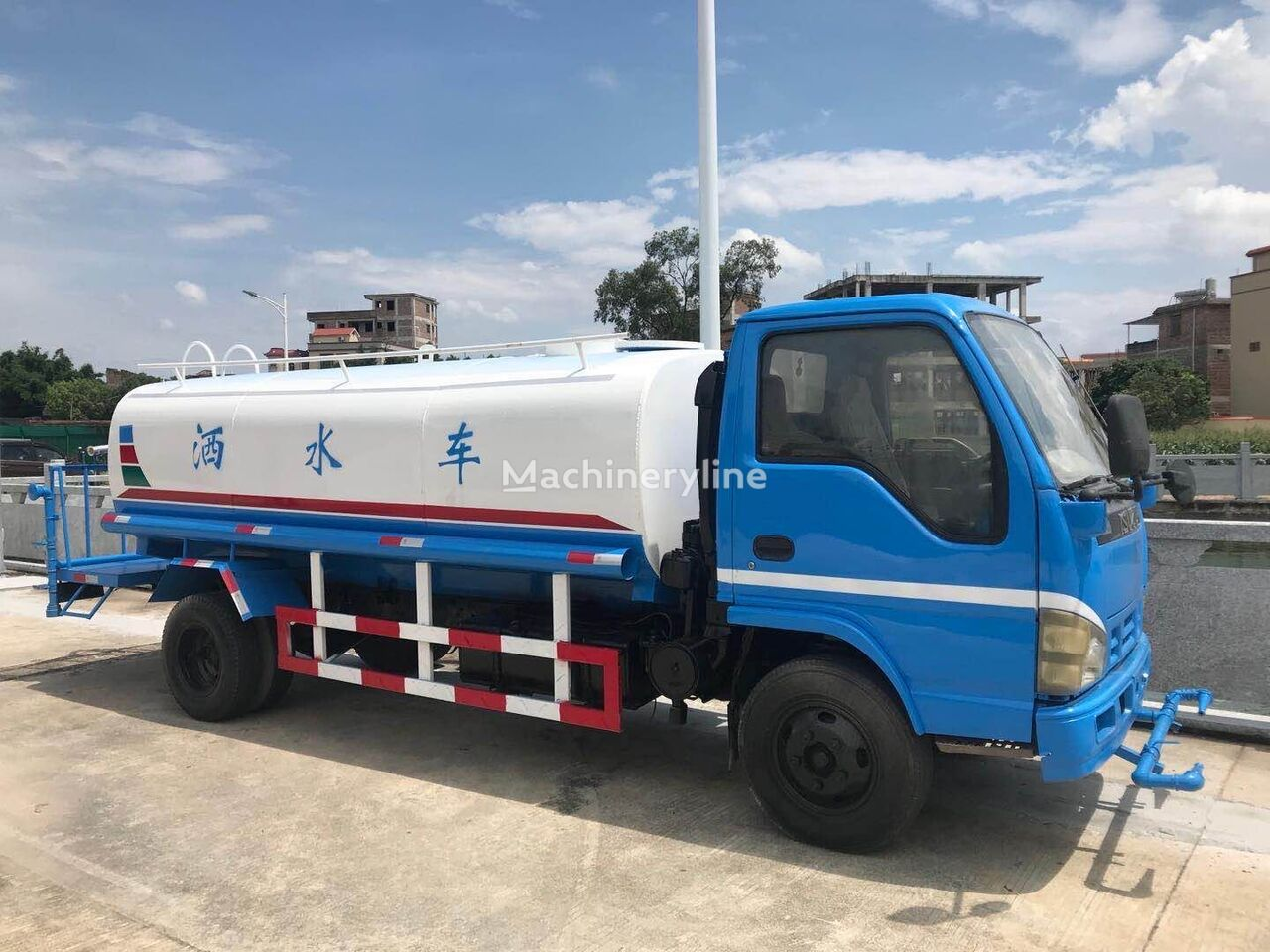 ISUZU 4k engine water sprinkler truck