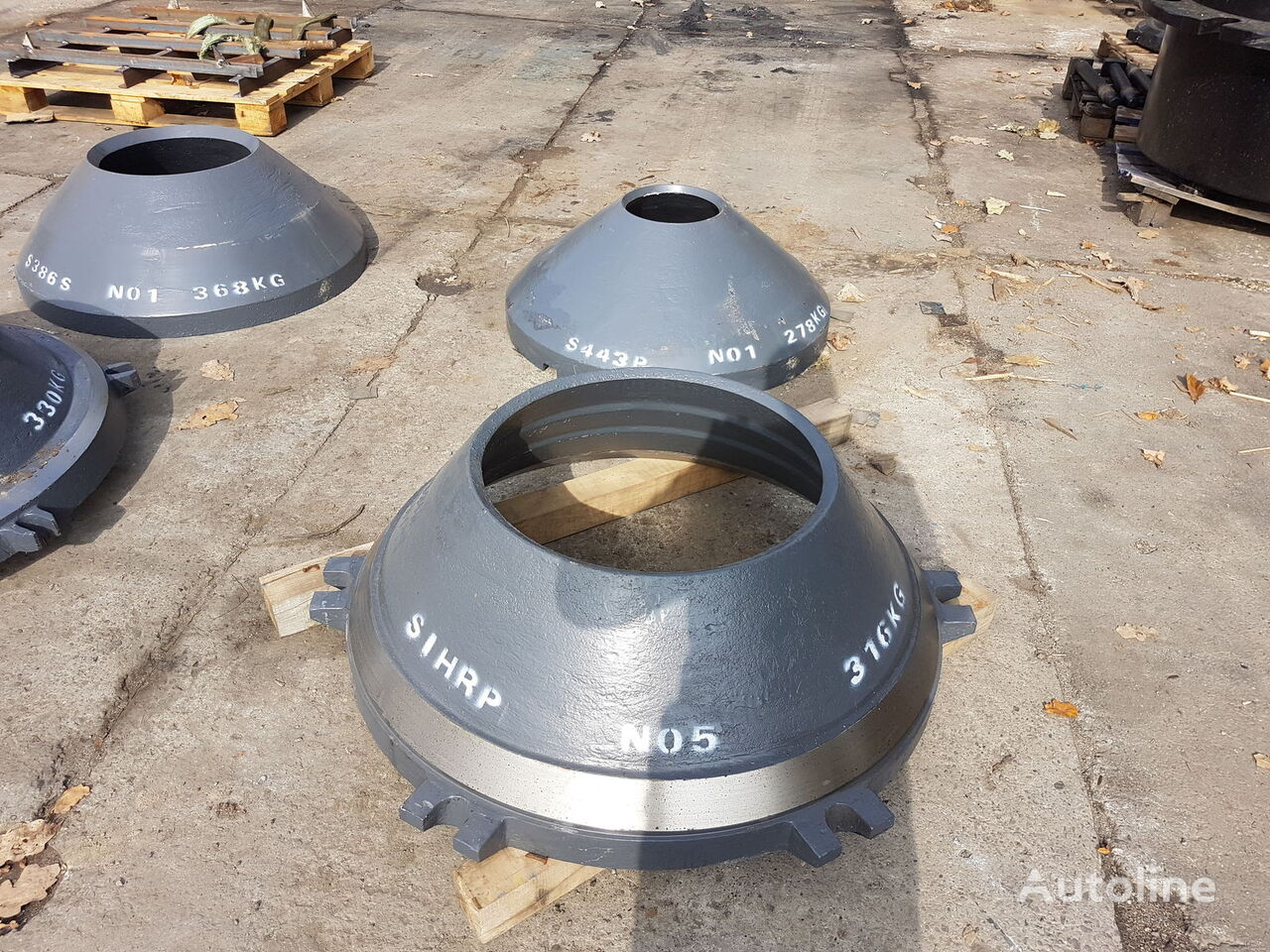DKT 900 wear parts cone mantle other equipment