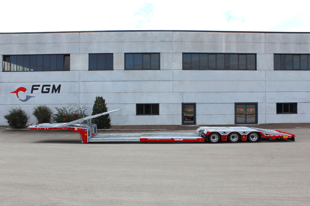 new FGM 32 car transporter semi-trailer