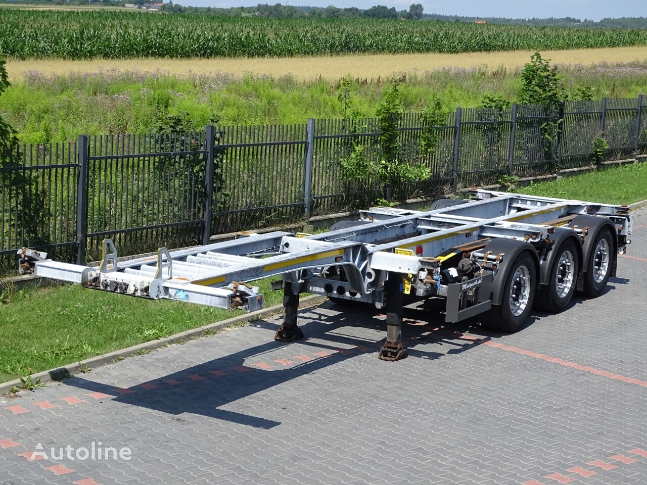 SCHMITZ CARGOBULL FOR CONTAINERS / CHASISS / FOR ALL TYPES / UNIWERSAL . LIFTED AX container chassis semi-trailer