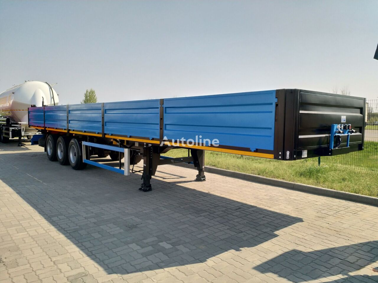 new VARZ NPM 2513 flatbed semi-trailer