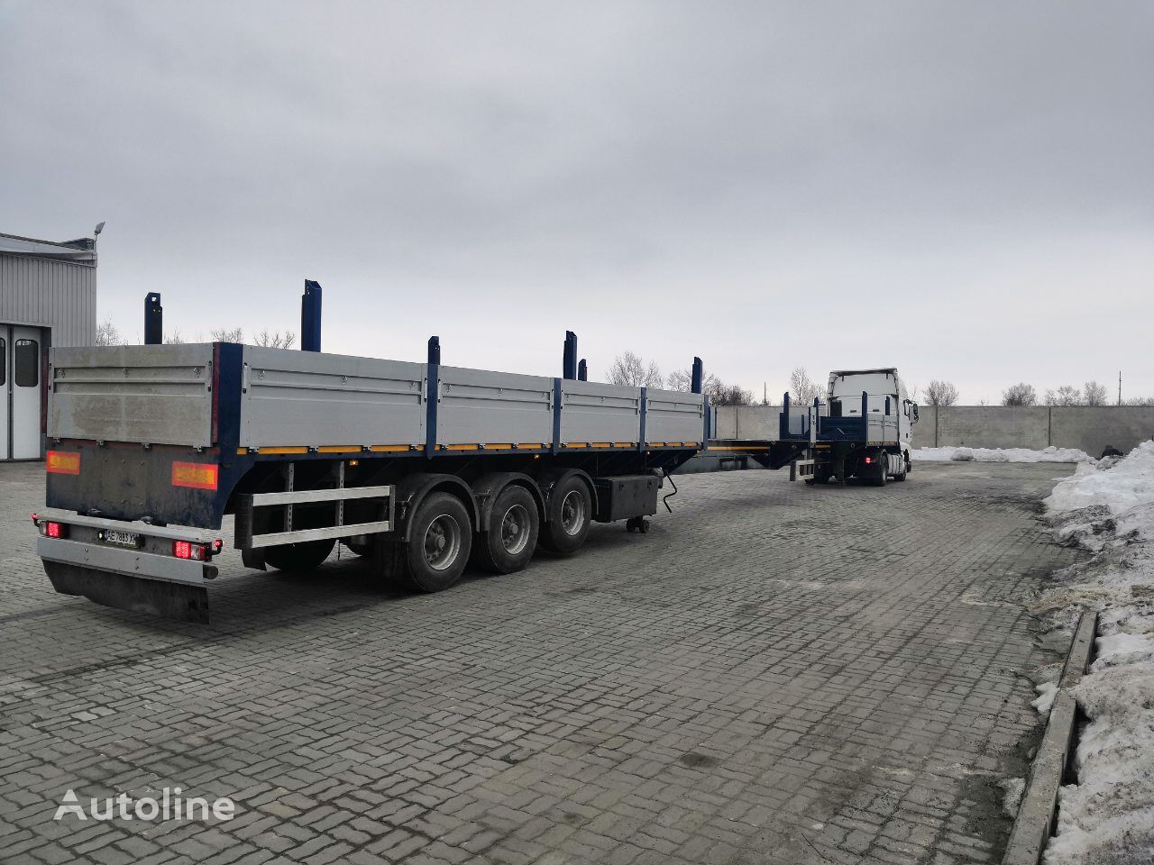 new VARZ NPM 2517 flatbed semi-trailer