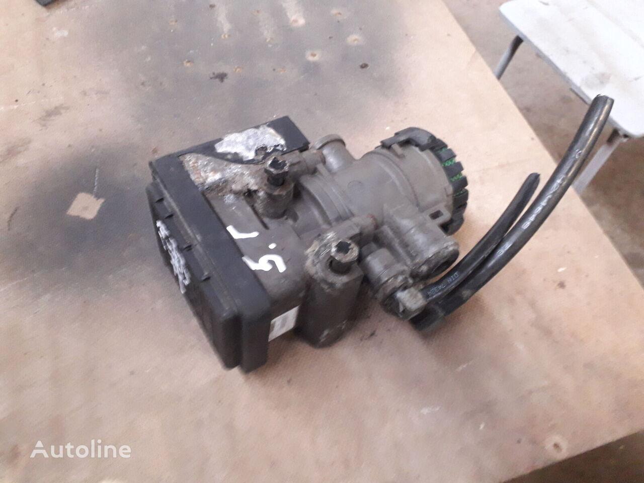 KNORR-BREMSE K 000913 EBS modulator for MAN TGA tractor unit