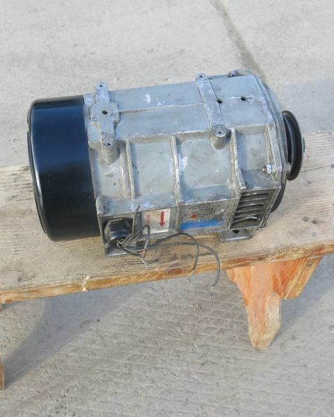 Generator holodilnoy ustanovki Karier.Carrier Karier. Carrier alternator for Carrier semi-trailer