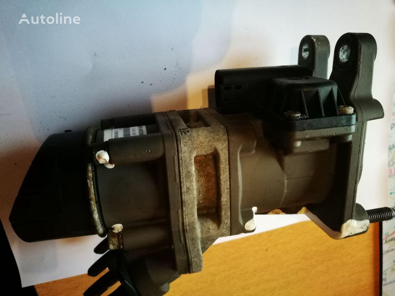 KNORR-BREMSE K040156 brake master cylinder for RENAULT PREMIUM 450DXI  truck