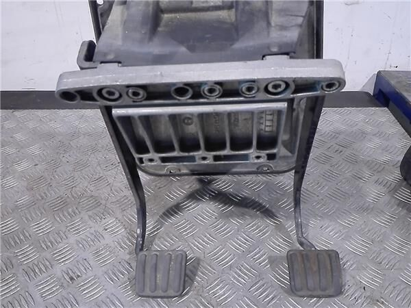 Pedal Embrague Iveco EuroCargo tector Chasis     (Modelo 180 E 2 clutch pedal for IVECO EuroCargo tector Chasis (Modelo 180 E 21) [5,9 Ltr. - 154 kW Diesel] truck