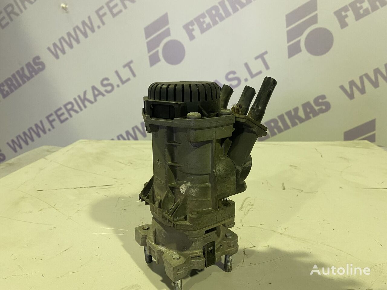 RENAULT brake valve (4614945017) crane for tractor unit