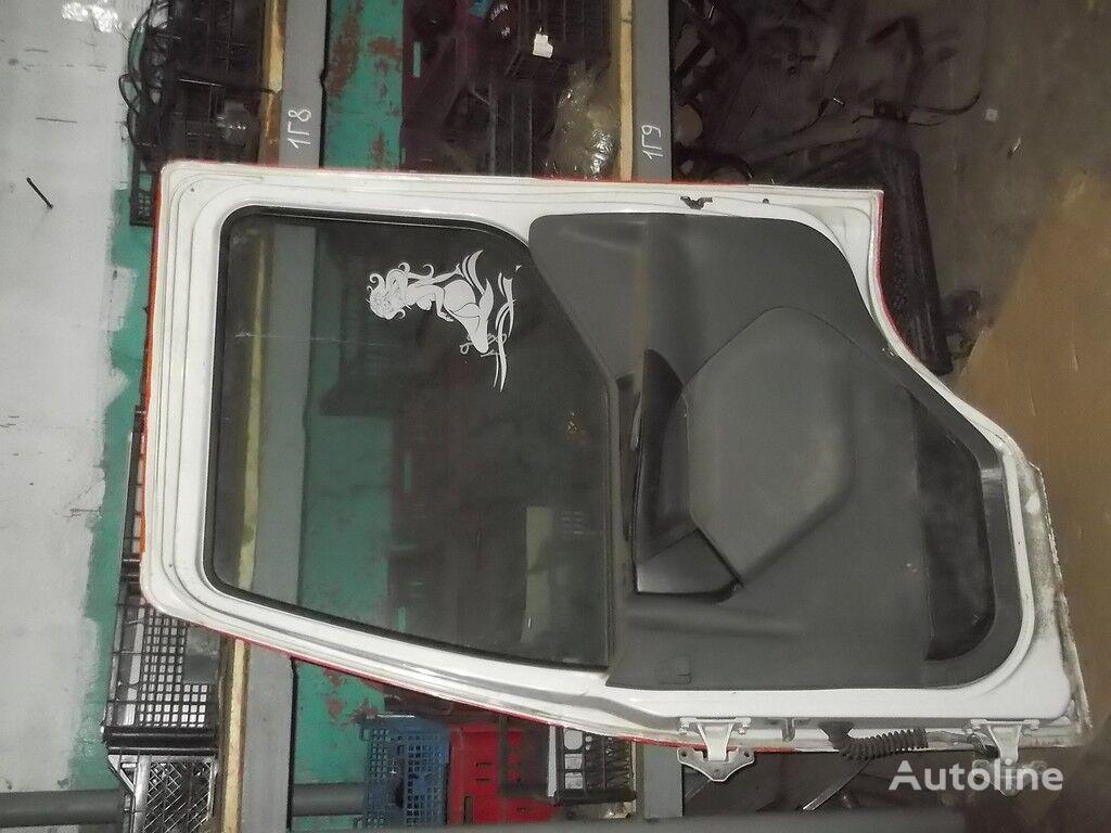 perednyaya RH Renault door for truck
