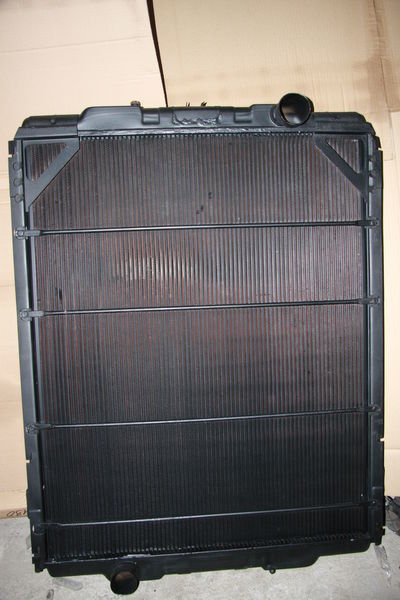 new RENAULT MAGNUM 390,430,470 engine cooling radiator for tractor unit