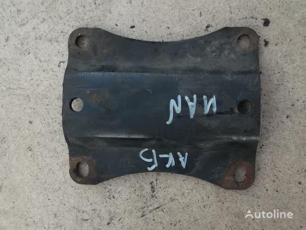Promezhutochnyy derzhatel akkumulyatornogo yashchika MAN fasteners for truck