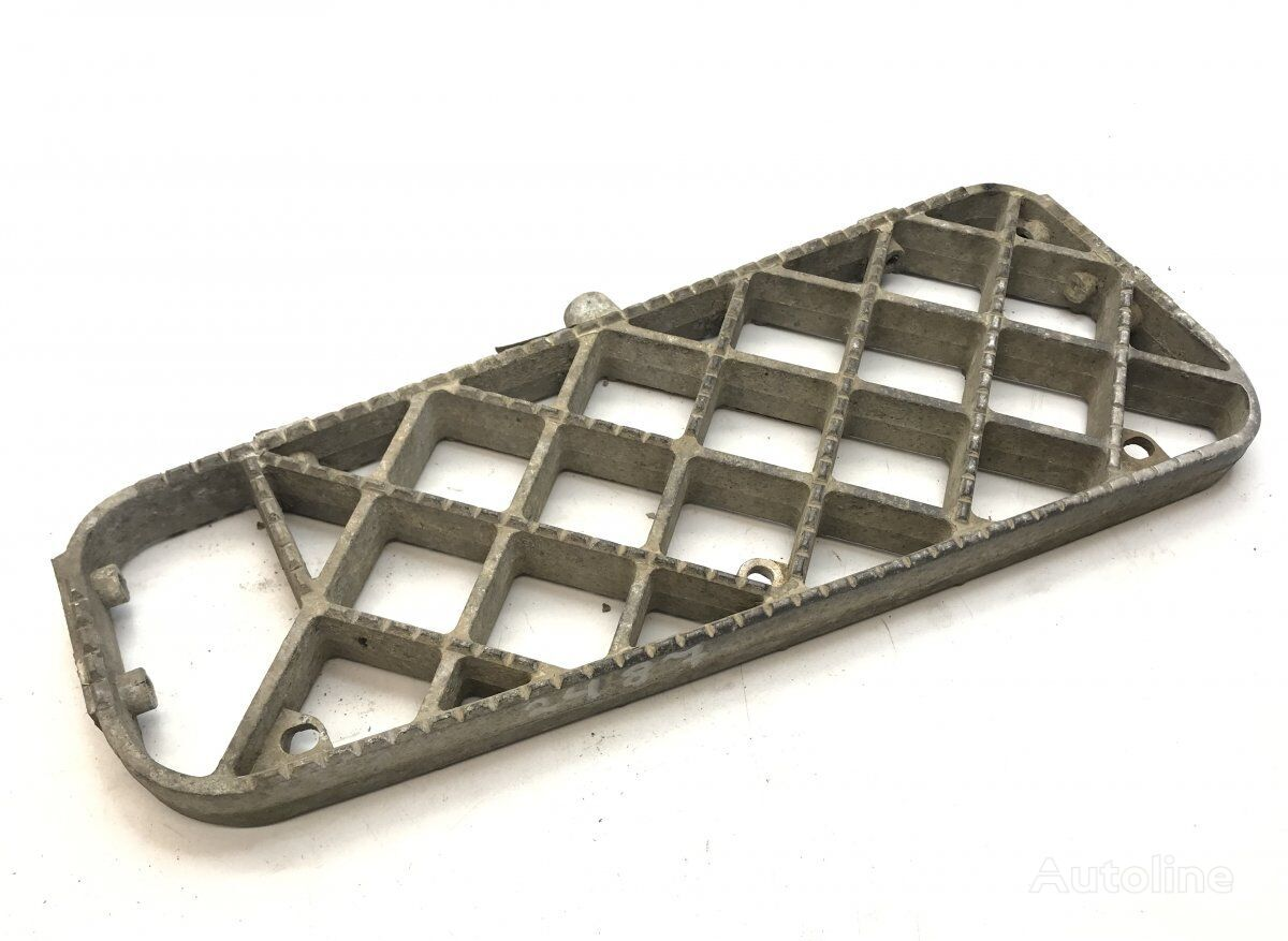 SCANIA Step Plate, Left Middle (1351203) footboard for SCANIA 4-series 94/114/124/144/164 (1995-2004) tractor unit