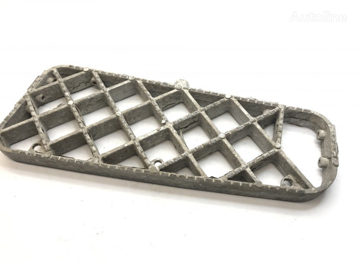 SCANIA Step Plate, Right Middle (1390076 1535049) footboard for SCANIA 4-series 94/114/124/144/164 (1995-2004) tractor unit