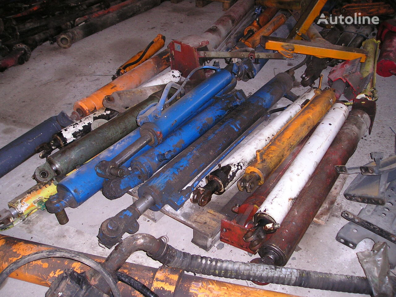 hydraulic cylinder for municipal vehicles