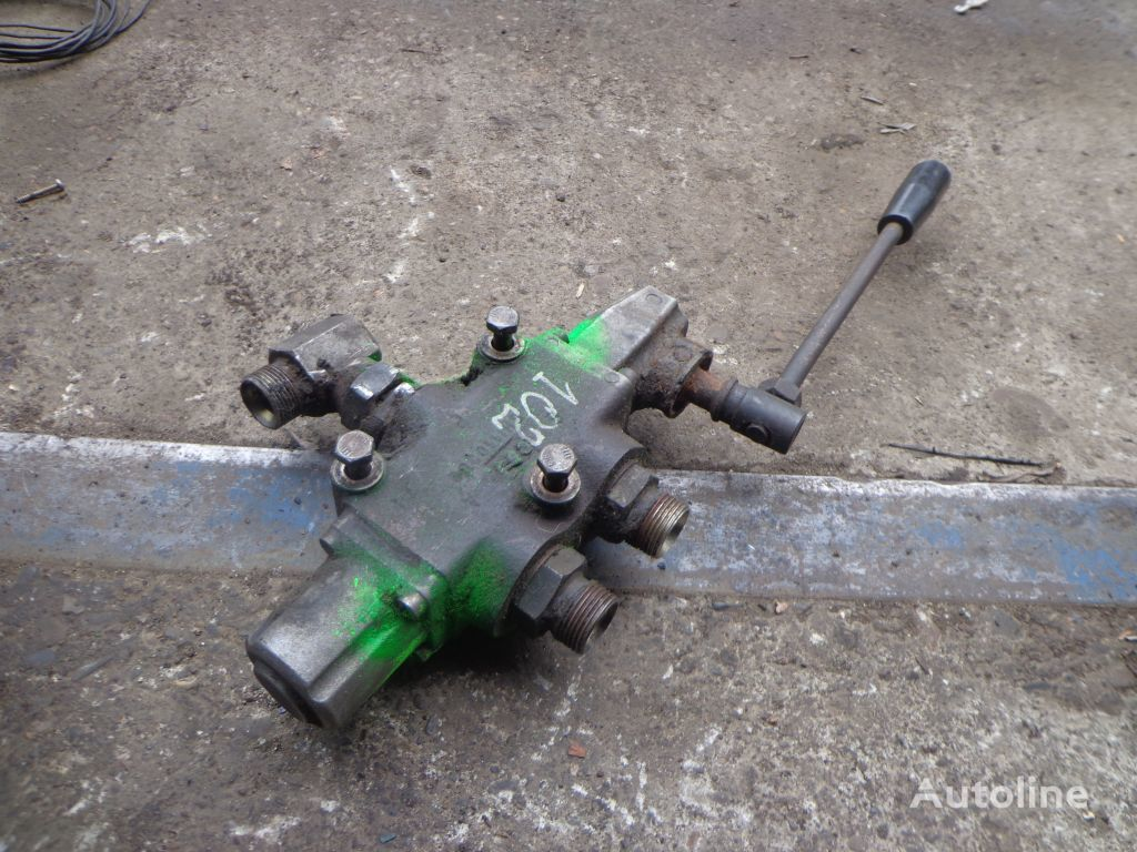 hydraulic distributor for loader crane
