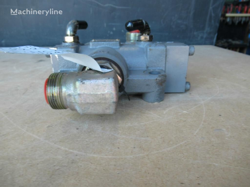 Nishina Kogyo 4626057 hydraulic distributor for excavator