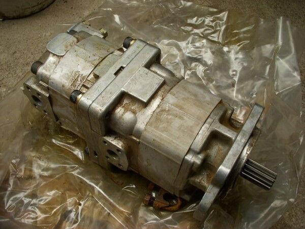 KOMATSU (54) D 155 AX-3 705-51-30360 transmissionpump hydraulic pump for KOMATSU D 155 AX-3 bulldozer