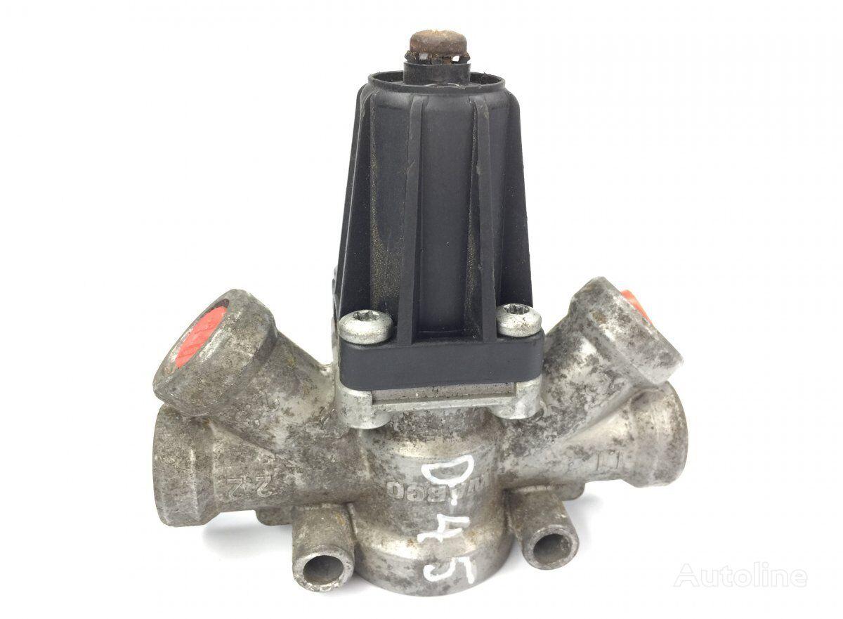 WABCO Air Pressure Regulator (1305138) pneumatic valve for DAF 65CF/75CF/85CF/95XF (1997-2002) tractor unit