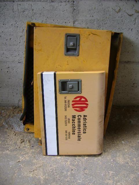 Cofani spare parts for LIEBHERR 902 excavator