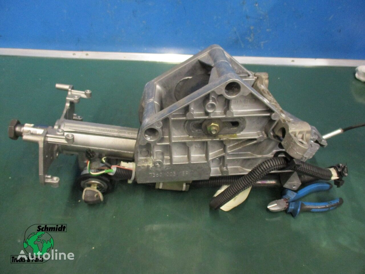IVECO (500 355 285) steering column for truck