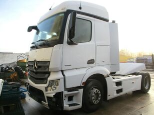 damaged MERCEDES-BENZ Actros 1845 tractor unit