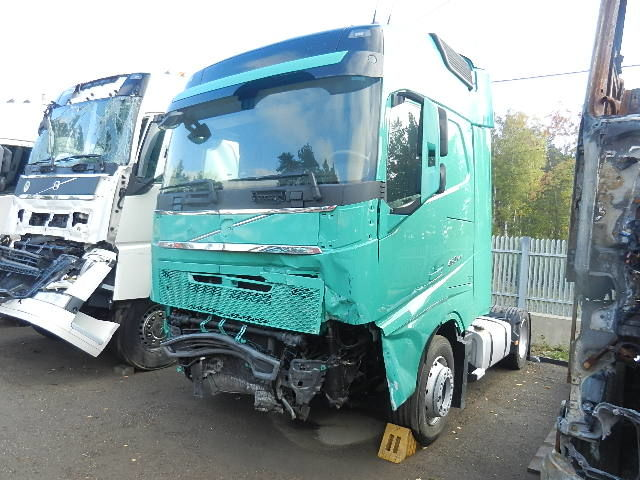 damaged VOLVO FH 4 - 460 EEV - 2013r. NEW MODEL - MEGA tractor unit