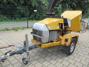 Schliesing 220 MX Houtversnipperaar closed box trailer